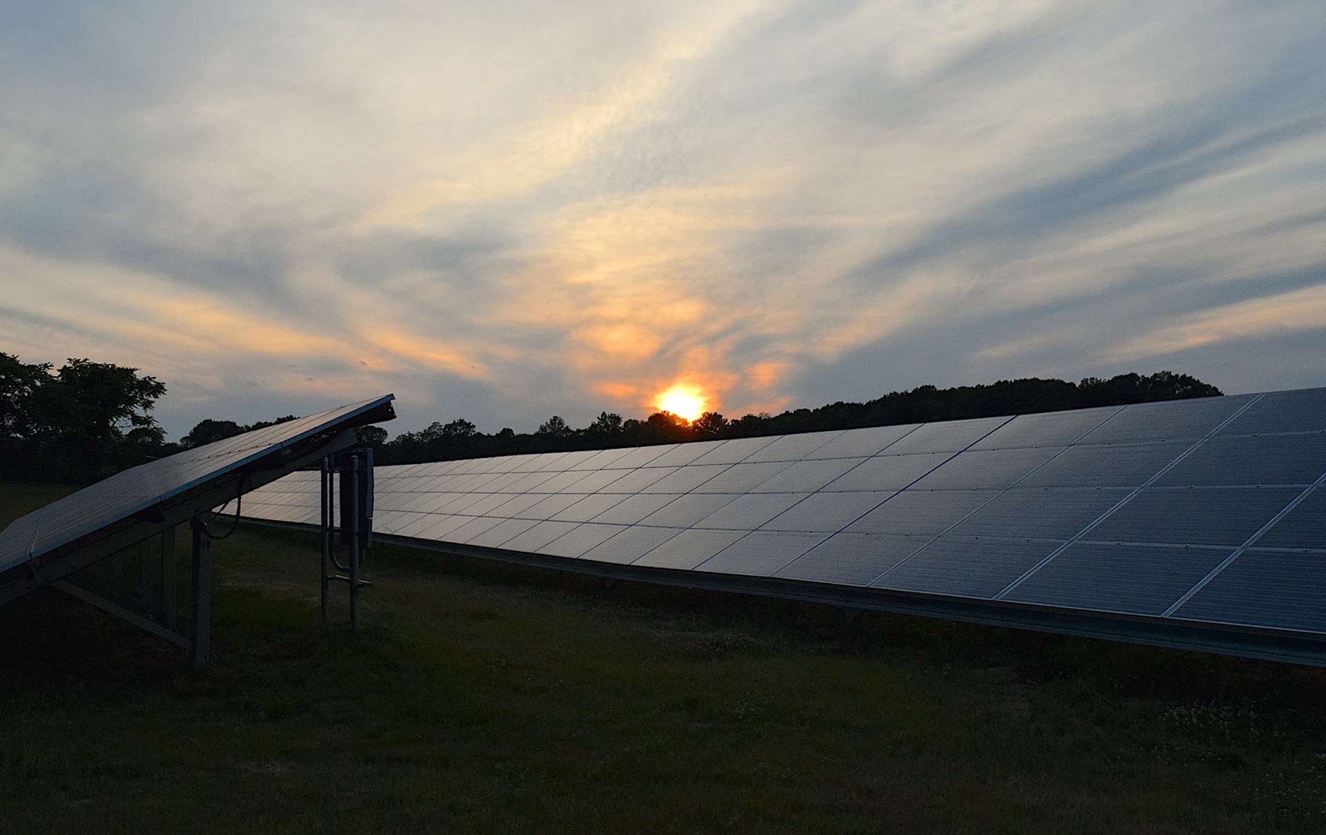 solar-panels-2458717_1920